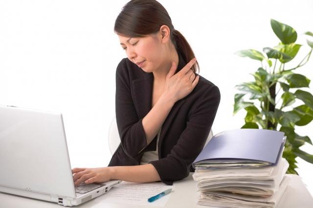 Đau mỏi vai gáy cũng là triệu chứng thiếu máu não.