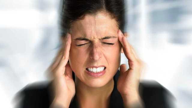 Đau đầu kéo dài là dấu hiệu thiếu máu não hay gặp nhất.
