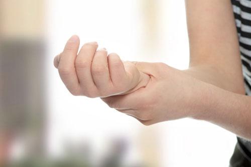 Triệu chứng của tê bì chân tay