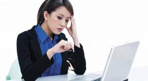 Khi mắc tai biến mạch máu não, người bệnh thường có biểu hiện đột ngột là đau đầu dữ dội, buồn nôn (Ảnh minh họa)