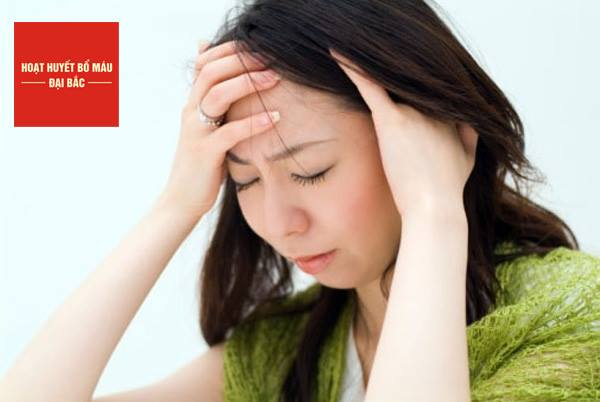 Đau đầu triệu chứng ban đầu của cảm cúm