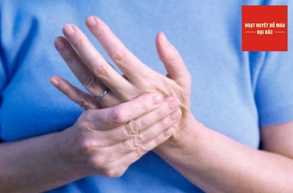 Tê mỏi tay chân làm ảnh hưởng đến chất lượng cuộc sống
