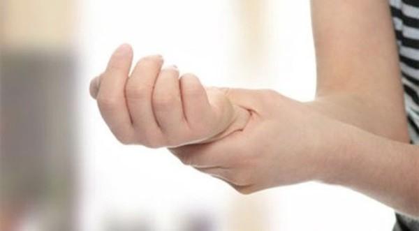 nhức mỏi chân tay