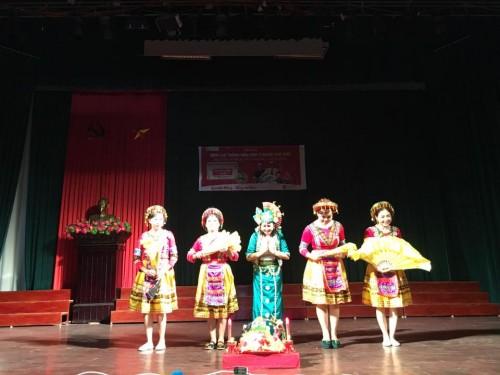"""Chương trình văn nghệ trong hội thảo """"Lưu thông máu kém ở người cao tuổi"""" tại Nam Định"""