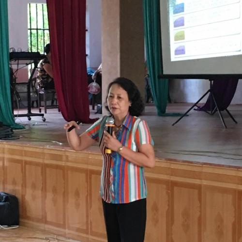 TS.BS. Đại tá Vũ Thị Khánh Vân tận tình chia sẻ các kiến thức chăm sóc sức khoẻ cho người cao tuổi