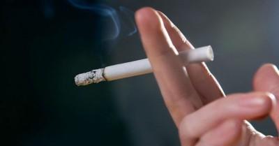 Hút thuốc lá làm con người mất ngủ