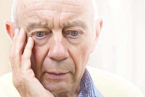 Người bệnh Alzheimer có thể quên tên, quên địa chỉ, quên nhà mình