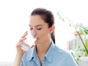 Uống nhiều nước chữa đau đầu