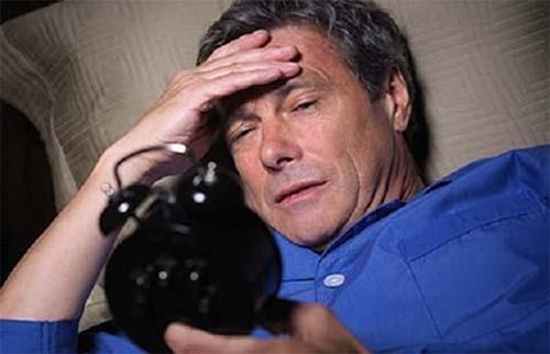 Bệnh mất ngủ thường xảy ra với người trung niên và người cao tuổi
