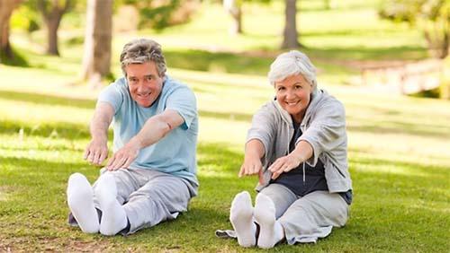 Luyện tập thể dục thể thao thường xuyên cũng giúp khắc phục chứng mất ngủ hiệu quả