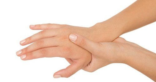 Tê mỏi chân tay sau sinh có nguy hiểm không và cách khắc phục 1