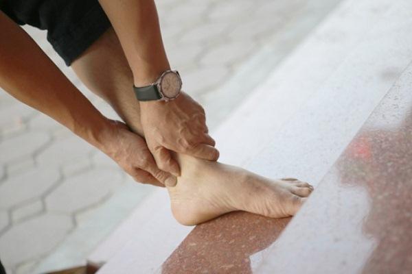 Triệu chứng nhức mỏi tay chân có nguy hiểm không? 1