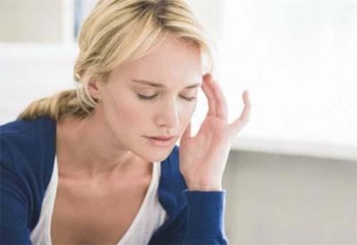 Cần làm gì khi ngồi xuống đứng lên là hoa mắt chóng mặt?