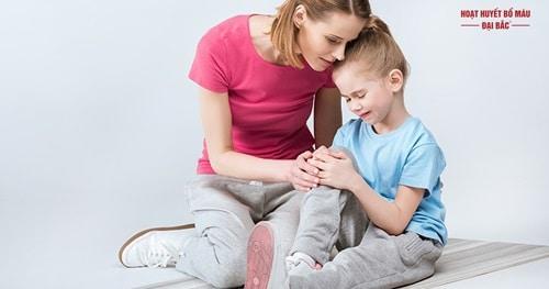 Hiện tượng trẻ bị mỏi chân tay