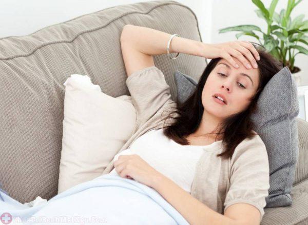 suy nhược cơ thể cũng có thể do đau đầu vùng trán lâu ngày