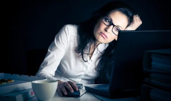 thức khuya dễ khiến bạn hoa mắt chóng mặt khi ngủ dậy