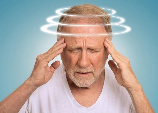 Đau đầu chóng mặt buồn nôn ở người già