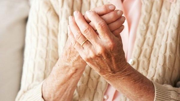Tê bì chân tay khi ngủ là bệnh gì, cách chữa trị ra sao?