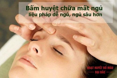 Cách bấm huyệt chữa mất ngủ tại nhà