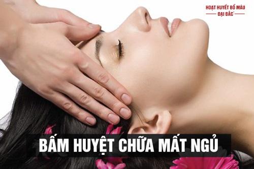 Cách xoa bóp bấm huyệt chữa mất ngủ