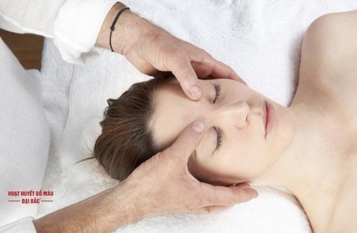 Các cách bấm huyệt chữa đau đầu