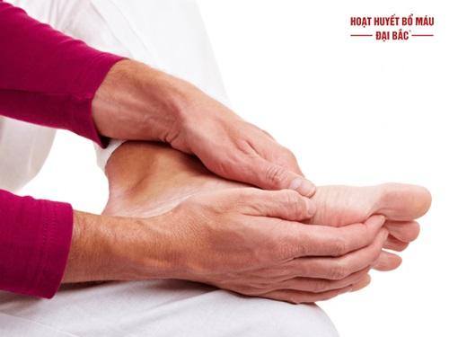Tê mỏi tay chân là bệnh gì