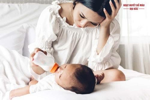 Bị tăng huyết áp sau sinh phải làm sao