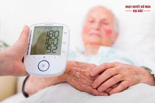Khi bị huyết áp cao nên làm gì để hạ
