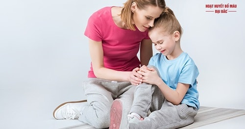 Trẻ em hay bị nhức mỏi chân tay