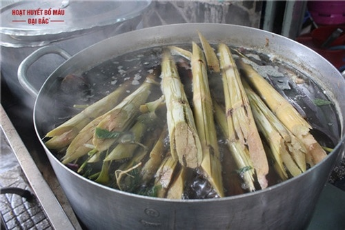 Cách nấu nước mát rễ tranh mía lau
