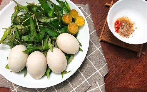 Lưu ý khi dùng trứng vịt lộn