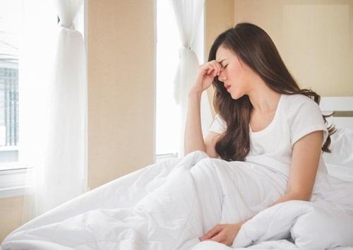 ngủ dậy bị đau đầu
